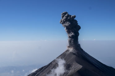 Acatenango火山口的一夜:天堂和地狱之间